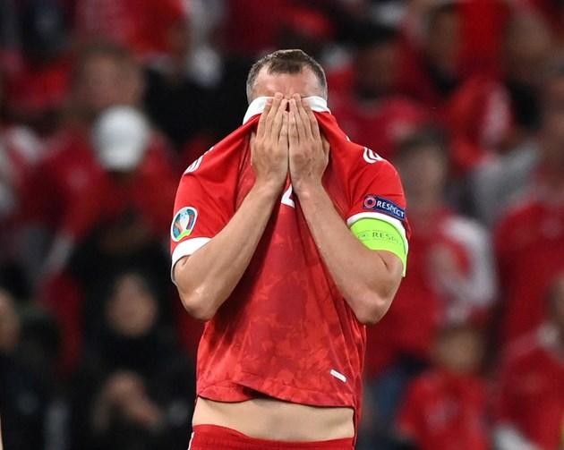 Дзюба се ядосва след загубата от Дания.