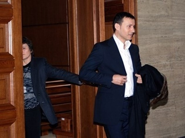 Миню Стайков остава в ареста, наел е адвоката на Мишел Платини