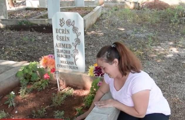 Родителите не напускат гробчето на бебето си