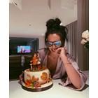 Николета изтипоса сестра си на торта