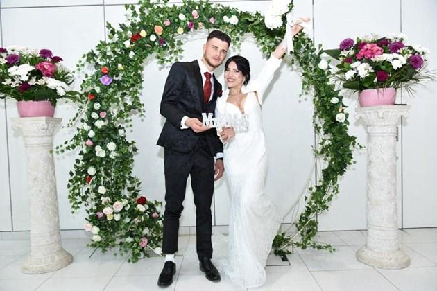 Младоженците греят от щастие / Снимки: Личен архив