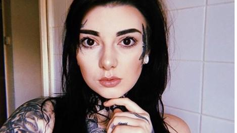 """26-годишната Кейли татуира лицето си, защото не иска """"нормална"""" работа (Снимки)"""