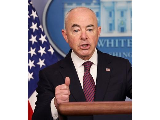 САЩ обмислят да махнат визите за България, как - не е ясно (Обзор)