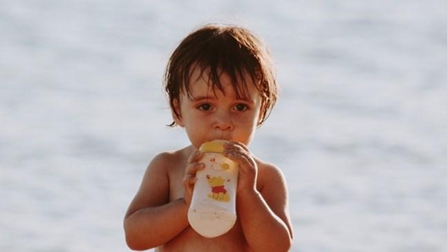 Кога да включите млечни продукти към менюто на бебето