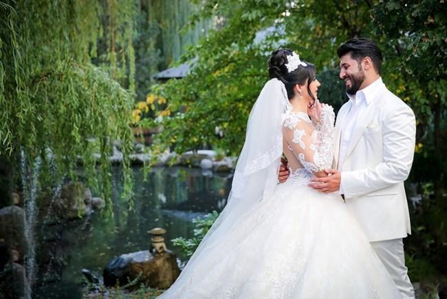 Кадър от сватбената фотосесия на Фики и Гюлджан