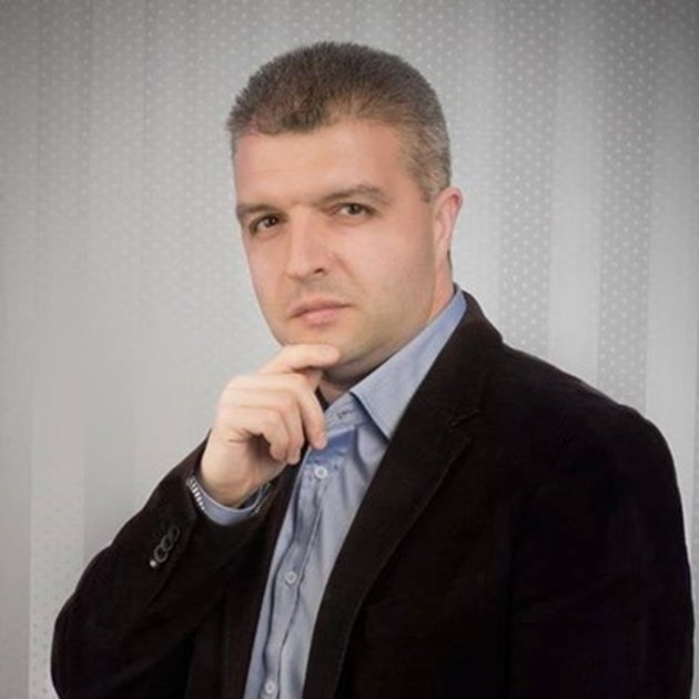 Популярен журналист почва работа при Халваджиян