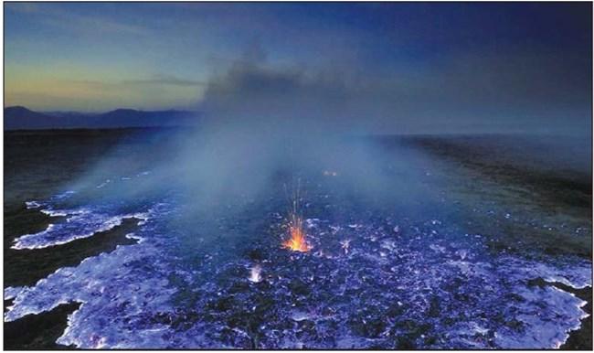 Вулканът Кава Иджен в Индонезия е известен със синята си лава. Серните газове в него под голямо налягане излизат през пукнатините на кратера и при досега с кислорода във въздуха започват да горят със сини пламъци. Част от тях се втечняват и се стичат по склоновете, създавайки илюзия за синя лава, но само нощем.