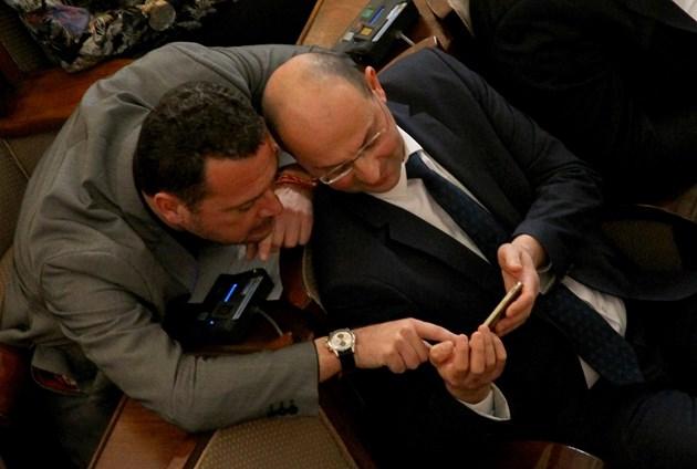 ФОТОГАЛЕРИЯ - Обсъждане на ветото на Президента за Закона за извънредното положение в НС (СНИМКИ)