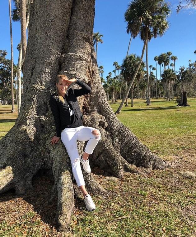 Дария Клишина се чекне на дърво