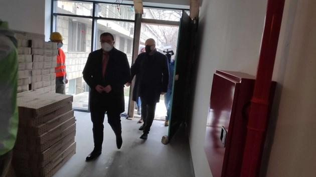 Министър Ангелов: Заведенията и моловете ще могат да отворят на 18 февруари (обновена)