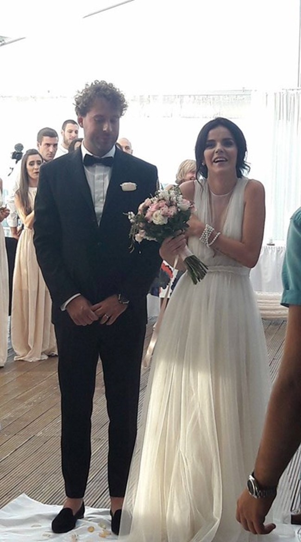 Мона Недева вече е Гочев след брака си с Радослав.