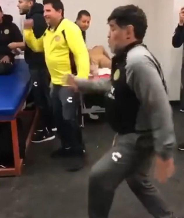 Марадона пак танцува