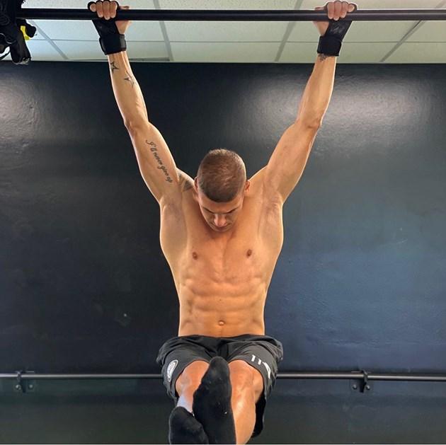 Десподов радва фенки с мускули