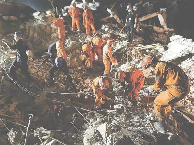 Китайски екип търси оцелели в срутената мисия на ООН в Хаити, която погреба и шефа й Хеди Анаби.