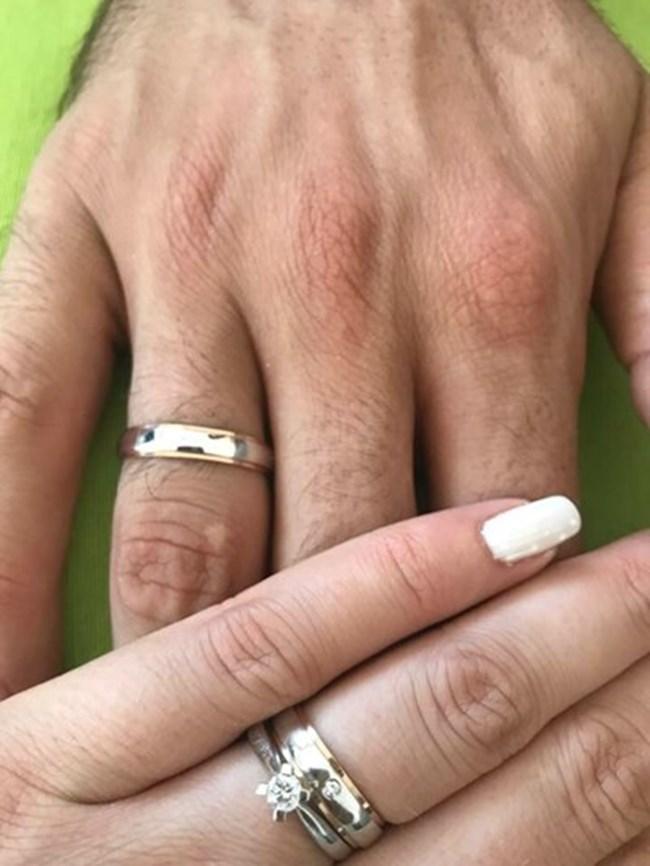Тодор Скримов и Силвия Зубева обявиха женитбата си с тази снимка във фейсбук.