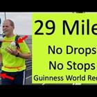Американец постави рекорд на Гинес с едновременно тичане и жонглиране (Видео)