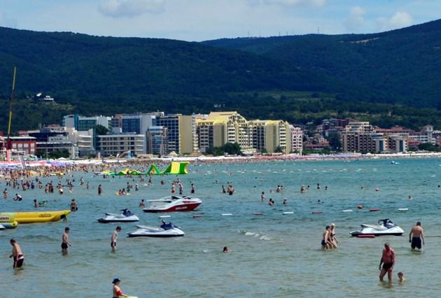 Общинска съветничка от Пловдивско: Срам е да заседаваме 3 дни на морето!