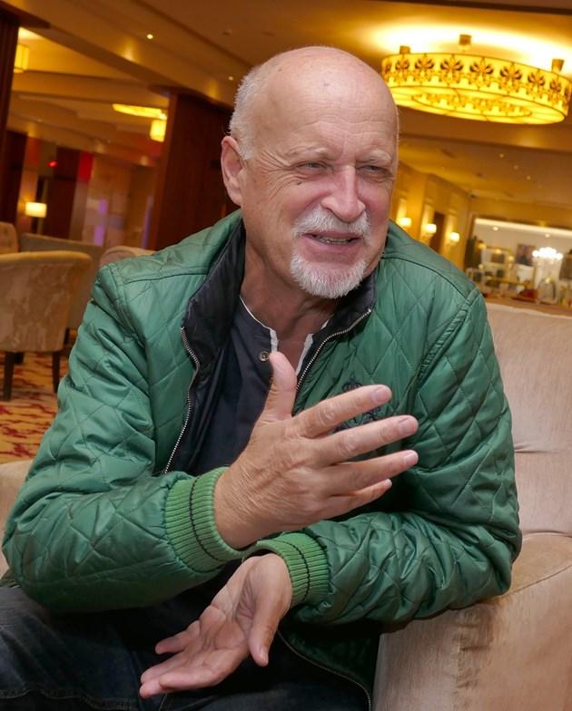 """Фронтменът на група """"Сигнал"""" Йордан Караджов: Обиден съм на статуквото"""
