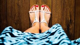Как да се справим с потните стъпала