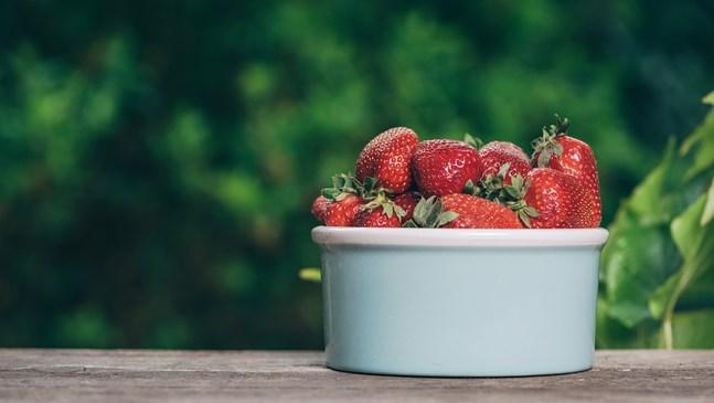 5 супер причини да хапвате ягоди по време на бременност