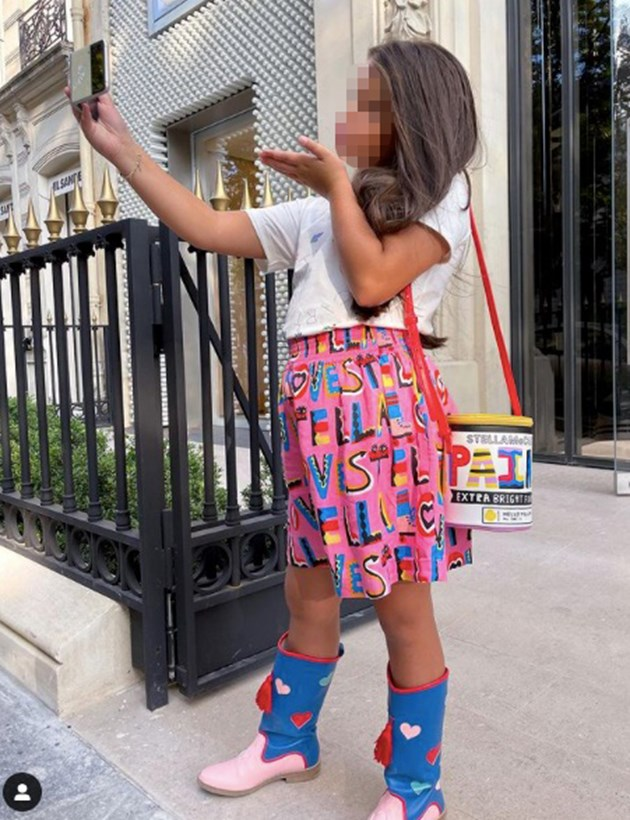 Никол е стилна в дизайнерски дрехи