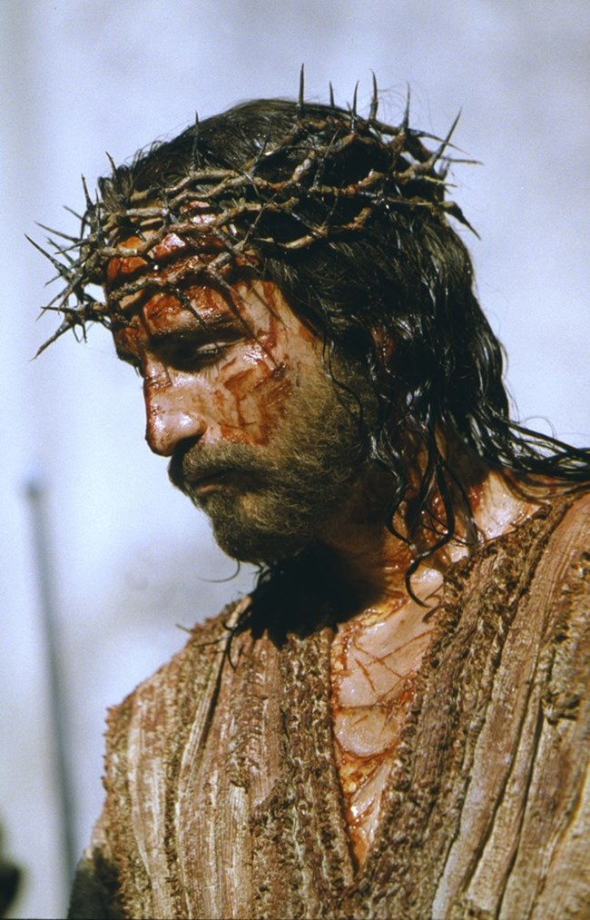Джим Кавизъл обича да демонстрира вярата си и често носи златно кръстче.