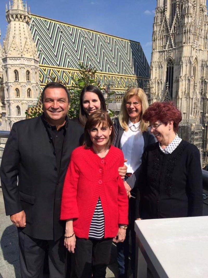 С приятели във Виена месец след операцията