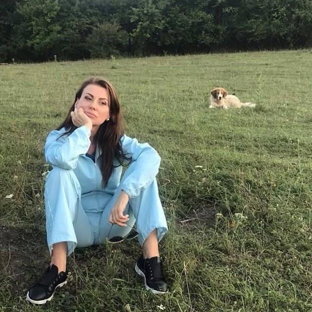 Илияна почива сама с кучето