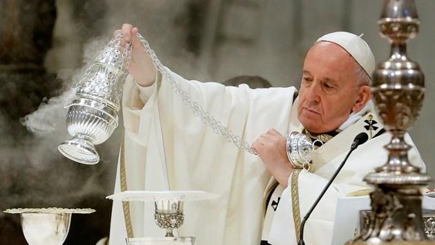 Папа Франциск отслужи литургия за Велики четвъртък (Снимки)