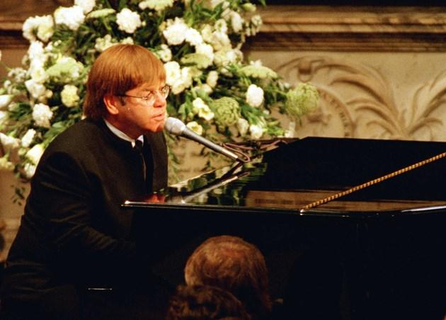 Сър Елтън пял с аутокю на погребението на лейди Даяна: При грешка щях да бъда обесен