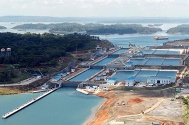 Панамският канал налага допълнителни такси на преминаващите кораби