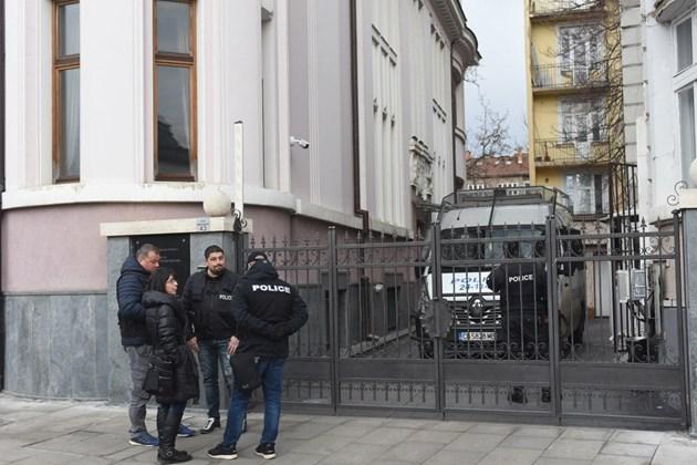 Прокурори и МВР влязоха в офисите на Васил Божков (Снимки)