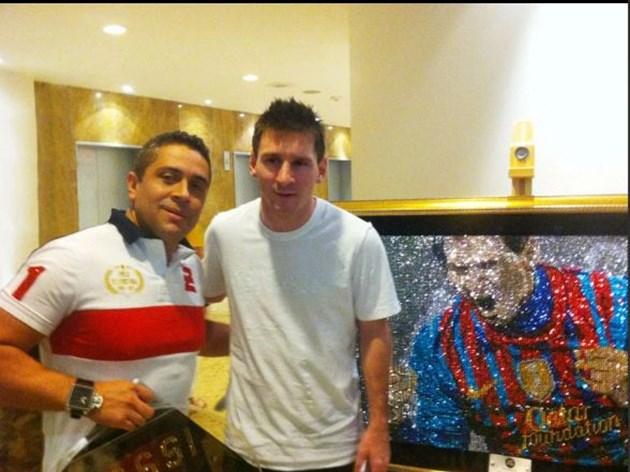 Меси и Роналдо броят 150 бона за портрет