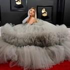 """Вижте какво носиха звездите на червения килим на """"Грами"""" (Снимки)"""
