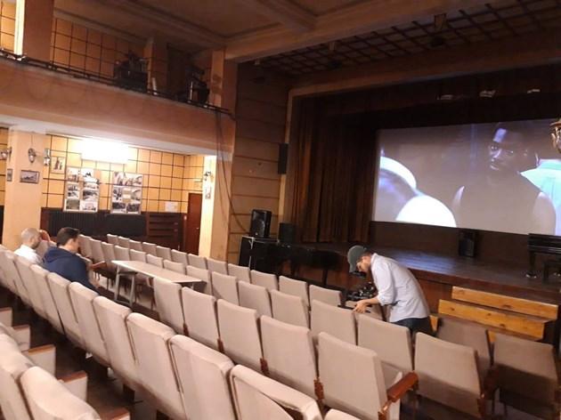"""Кино """"Влайкова"""" има нов екран, но не и здрав покрив / Снимки: Кино """"Влайкова"""""""