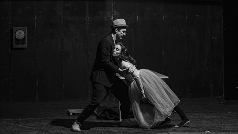 Радина Кърджилова и Деян Донков в любовна игра