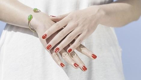 Какво означават белите петна по ноктите