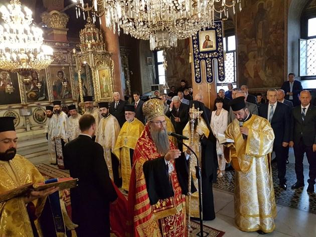 Църквата с молебен за коронавируса