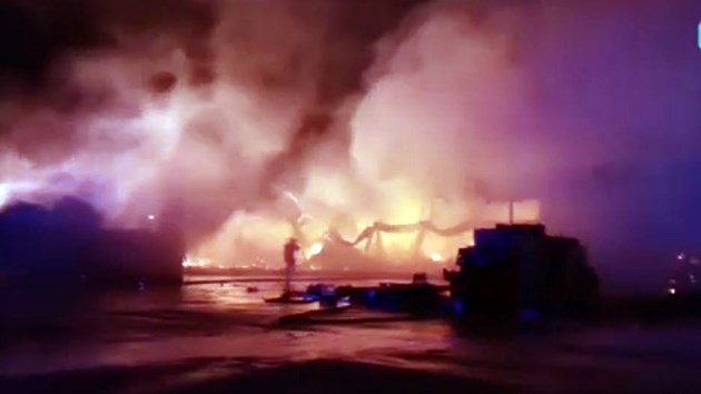 Тонове плодове и зеленчуци унищожени при пожарa в склад край с. Кърналово