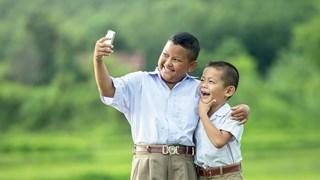 Децата и мобилните телефони - кога, как и дали?