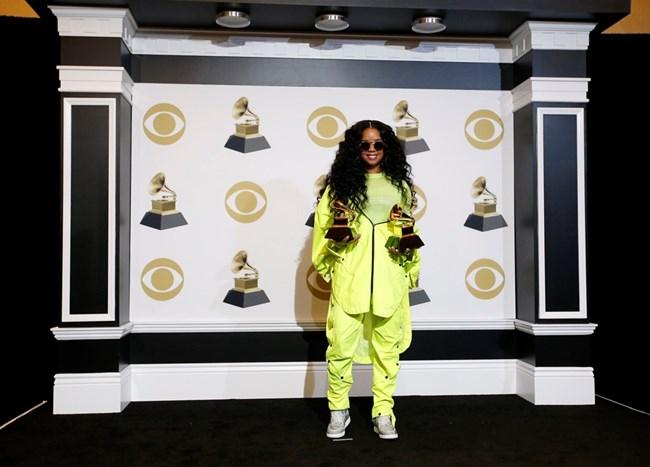 """Габриела Уилсън спечели """"Грами"""" за най-добър R&B албум."""