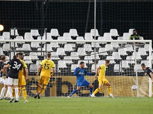 Английските фенове изпуснали драмата в Пловдив - не видели трите гола и червените картони