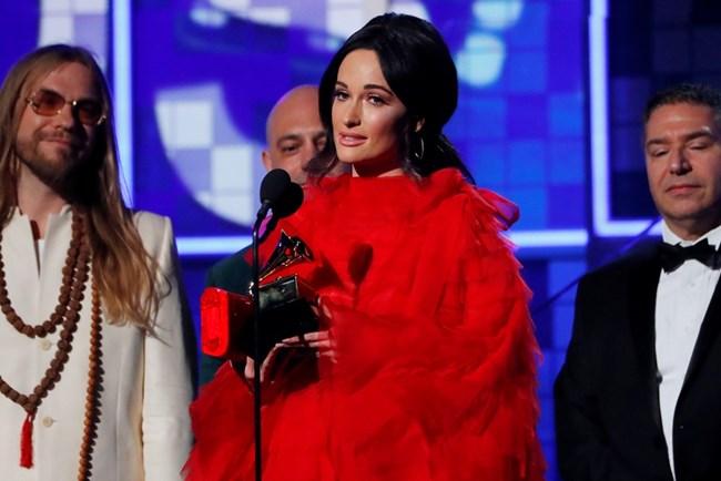 """""""Golden Hour"""" на Кейси Мъсгрейвс бе отличена с най-престижната награда """"Грами"""" - за албум на годината."""