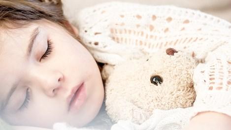 Какво причиняват на тялото и мозъка по-малко от 7 часа сън?