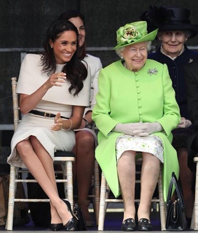 Меган Маркъл и Елизабет Втора на първия си официален ангажимент заедно в графство Чешър миналата година  СНИМКА: Туитър/ The Royal Family