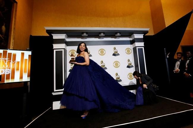 Ела Мей грабна наградата за най-добра R&B песен с Boo'd Up.
