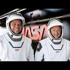 """Астронавтите на НАСА успешно се приводниха с капсулата """"Спейс Екс"""" (На живо)"""