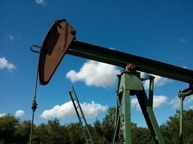 Петролът по-евтин със 7%