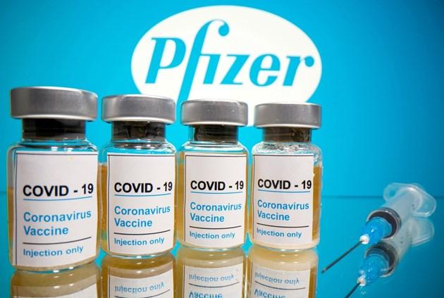 """""""Пфайзер"""" и """"Бионтех"""" ще кандидатстват за одобрение на ваксината им в петък"""
