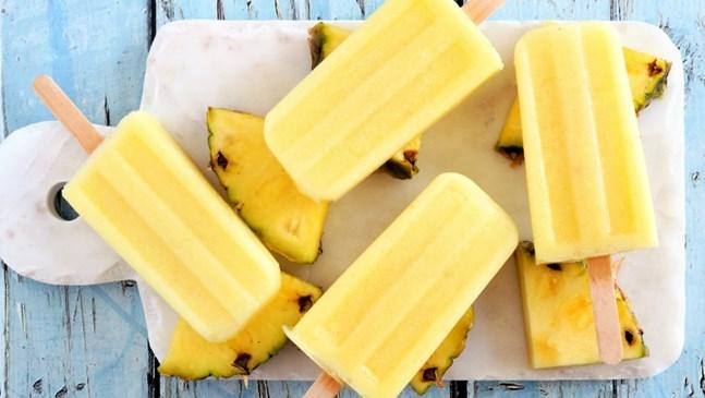 Ледени близалки с ананас и розмарин